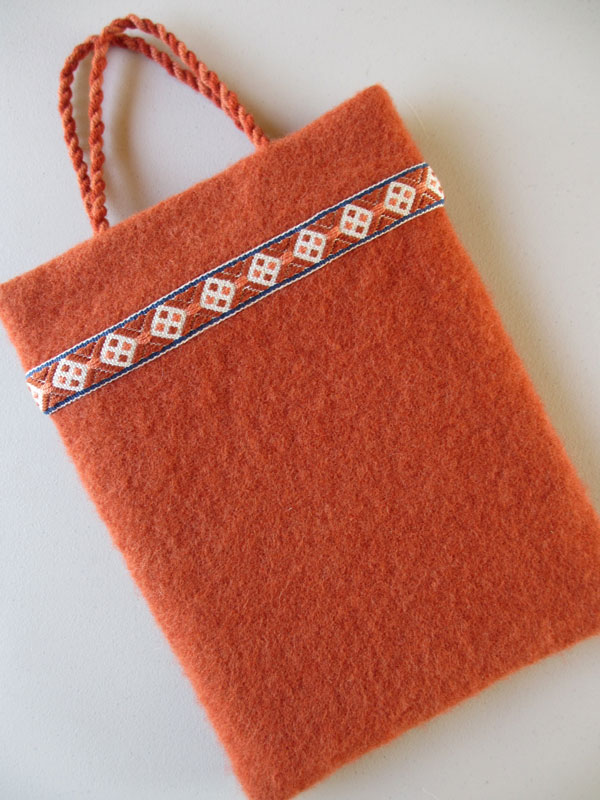 Handwoven bag with pick-up-woven trim